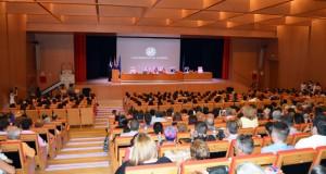 El Paraninfo de la UAL se llenó en la graduación de los 140 alumnos.