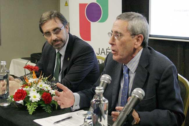 El rector de la UJA, Juan Gómez Ortega, en el foro de debate