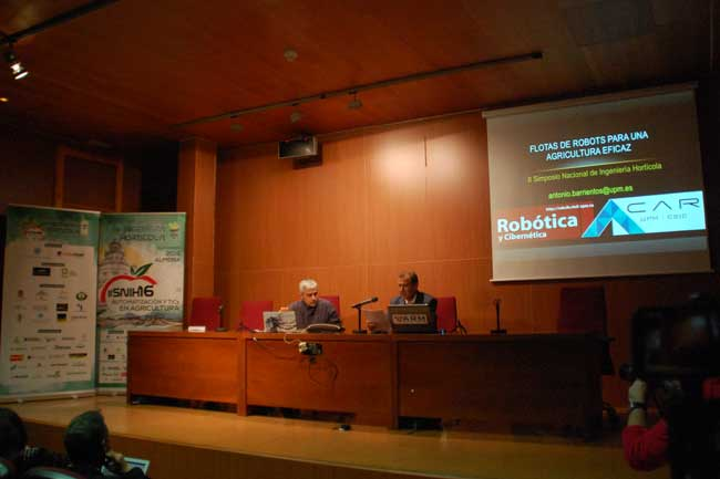 Antonio Barrientos y el director de la ESI de Almería, Antonio Giménez.