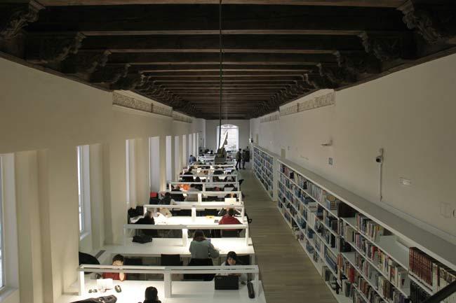 Biblioteca de la Escuela de Arquitectura.