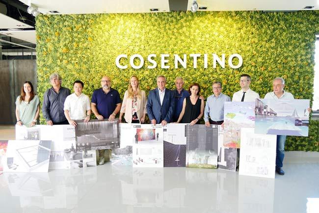 El jurado del Cosentino Design Challenge muestra los trabajos ganadores.