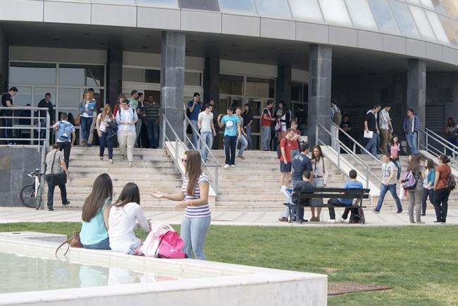 campus-y-alumnos-uja