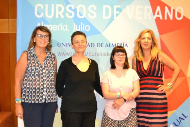 En el centro, Antonella Broglia y Ana Vives.