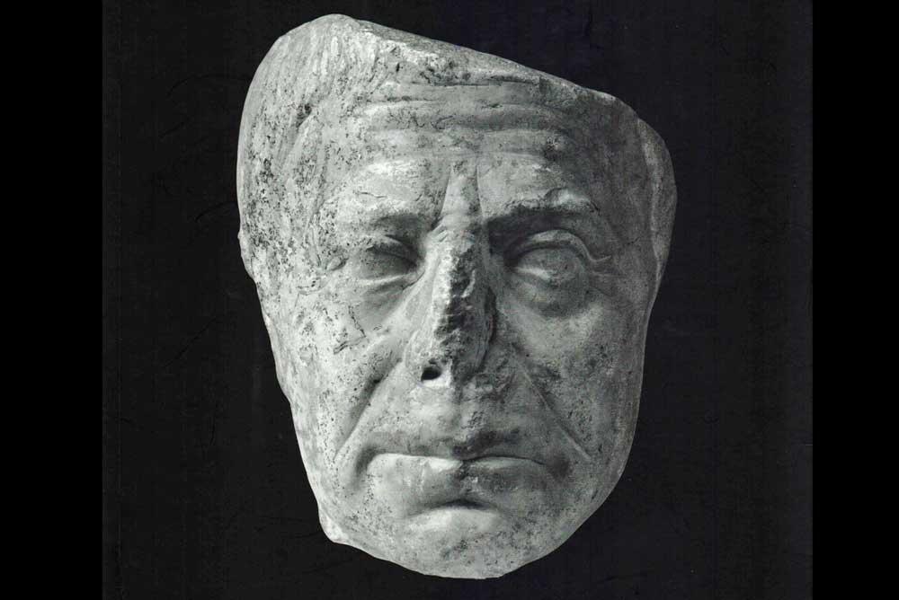 Escultura hallada en el yacimiento de Pollentia.