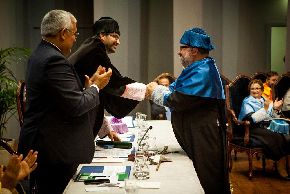 El antiguo rector, Luis Parras, recibió un sentido homenaje.