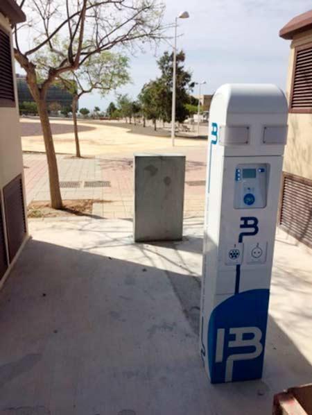 Cargador de vehículos eléctricos instalado en la UAL.