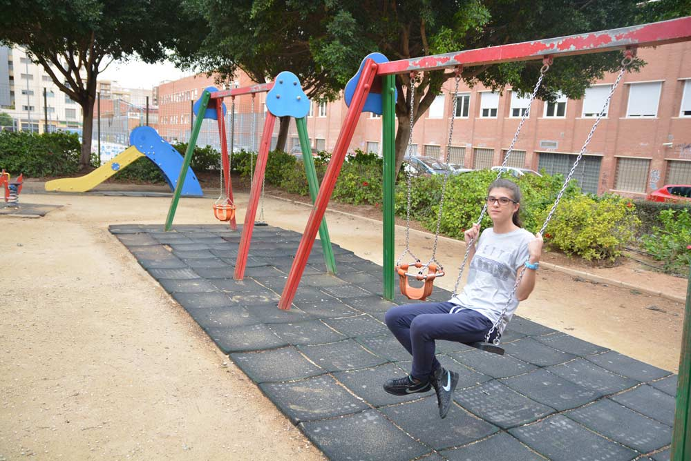 Ana López Teruel, en uno de los parques analizados.