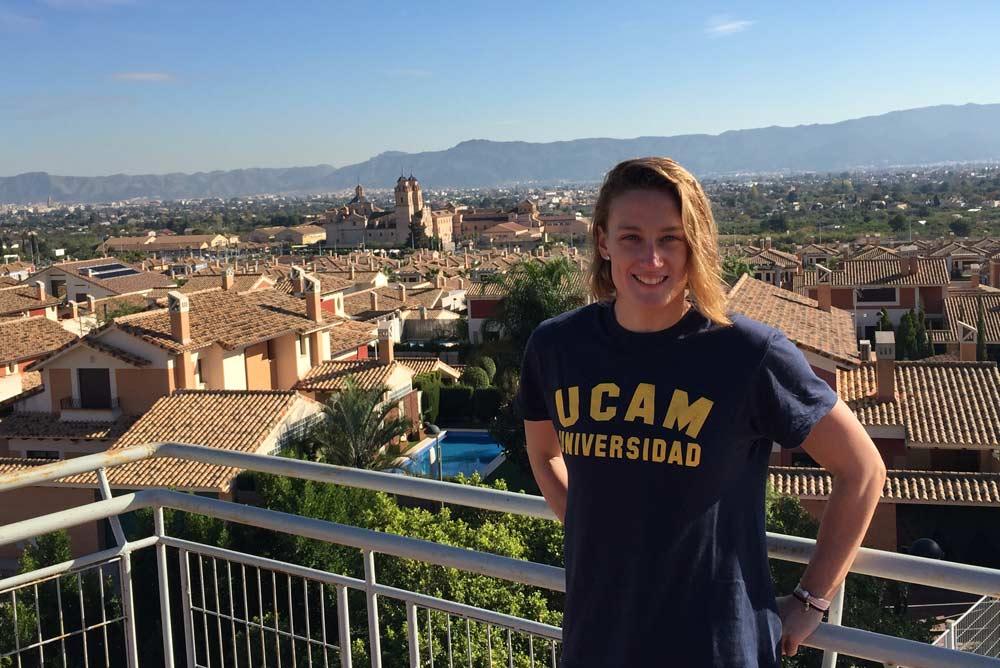 Mireia Belmonte ha aprovechado el parón competitivo para examinarse en la UCAM.