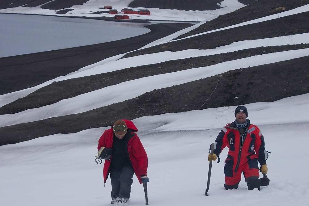 Investigadores de la UGR en la Antártida.