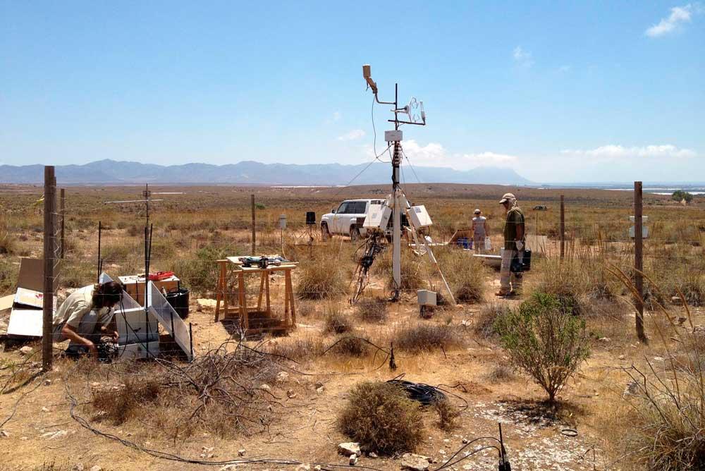 Equipo para medir la emisión de gases de efecto invernadero en Cabo de Gata.