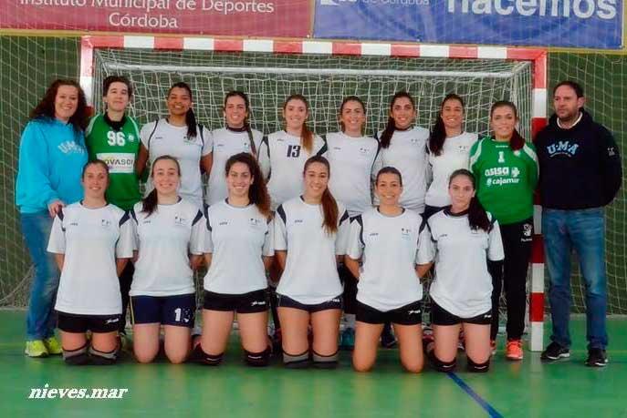 Jugadoras del equipo femenino de balonmano de la UMA.