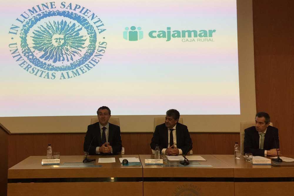 Eduardo Bahamonde ha ofrecido una conferencia en la UAL.