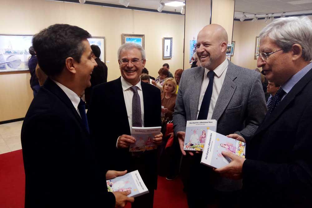 Momento de la presentación del libro sobre nutrición deportiva de Juan Madrid.