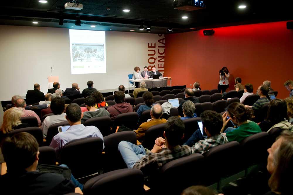 Apertura del encuentro sobre física de partículas en Granada.