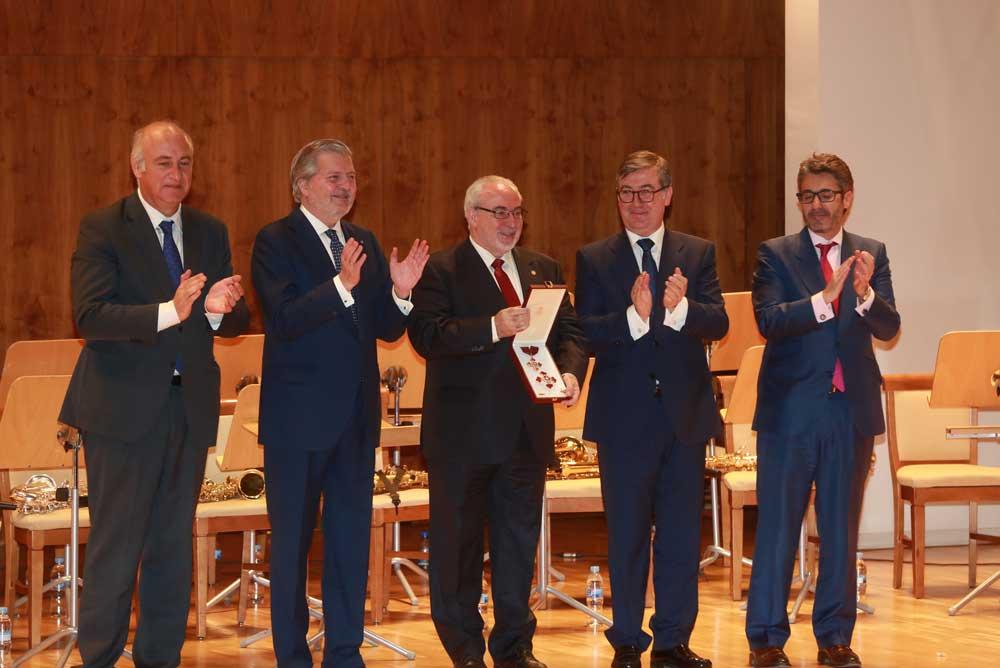 José Luis Mendoza recibió la distinción de la Orden Alfonso X El Sabio.