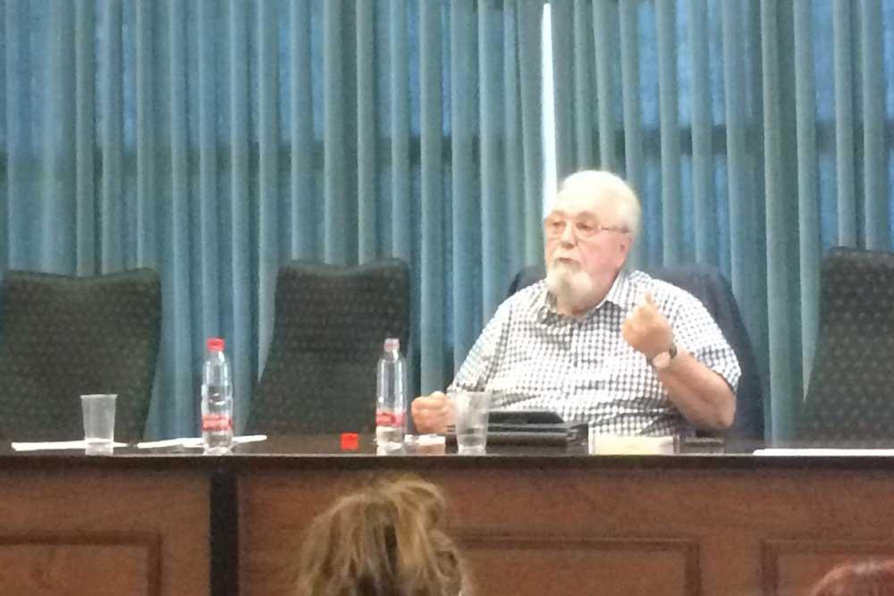 Ramón Buenaventura en la Sala de Grados de la Facultad de Humanidades (UAL).