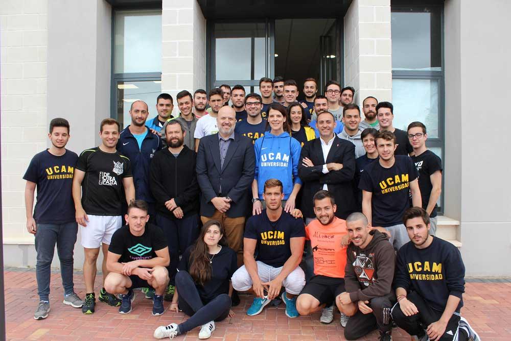 Ruth Beitia ha visitado el campus de la UCAM en Cartagena.