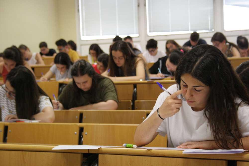 Estudiantes de Jaén en el primer día de las de las Pruebas de Acceso y Admisión a la Universidad.