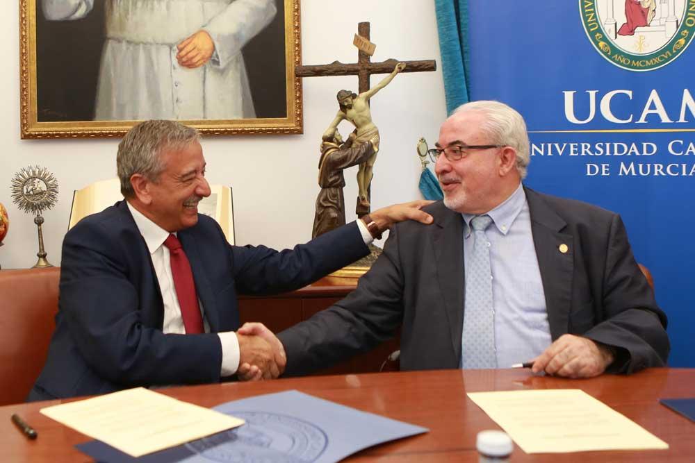Firma del convenio entre la Fundación Hefame y la UCAM.