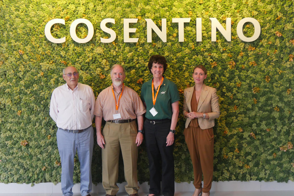 José Martínez Cosentino, John Beckman, Ellen Baker y Pilar Martínez Cosentino.