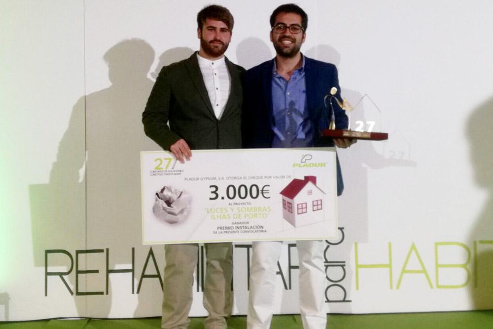 Estudiantes de la UMA ganadores del premio.