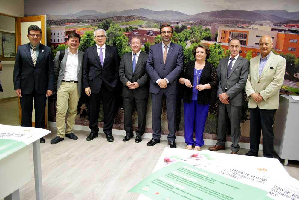 Autoridades en la presentación de los Cursos de Verano de la UJA en Torres.