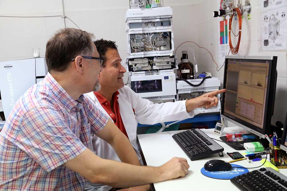 Analizando resultados en el ordenador.