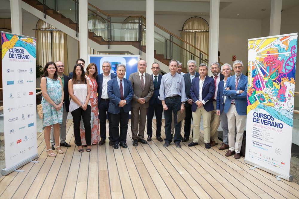 Foto de familia en la sede de Málaga de los Cursos de Verano de la UMA.
