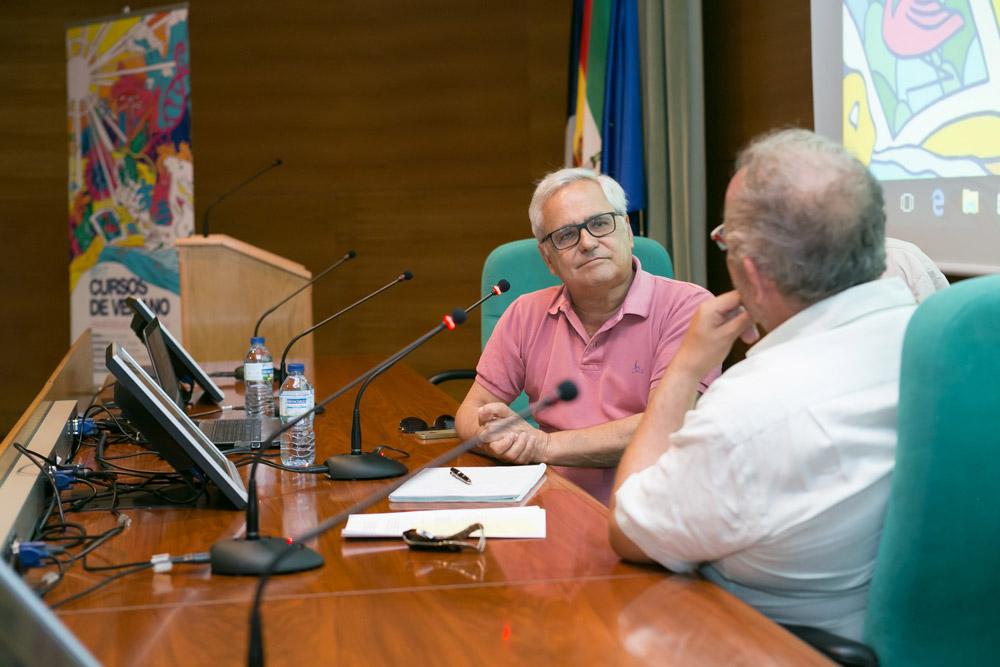 Juan Cruz ha repasado su vida periodística en los cursos de verano de la UMA.