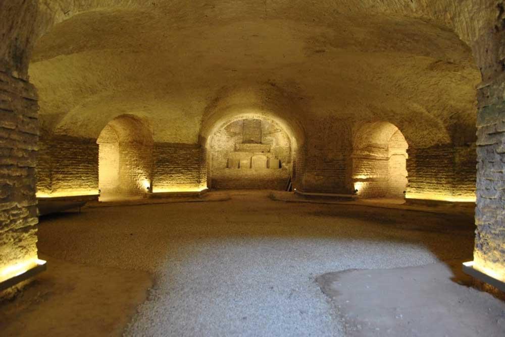 Cripta de la iglesia de San Luis.