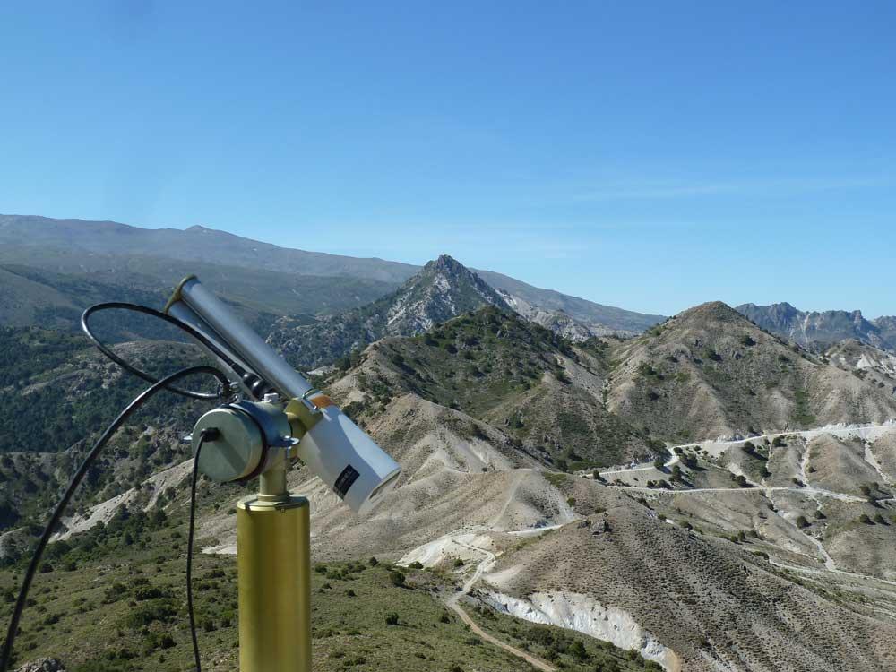 Instrumento para la medición de la intrusión sahariana instalado en Sierra Nevada.