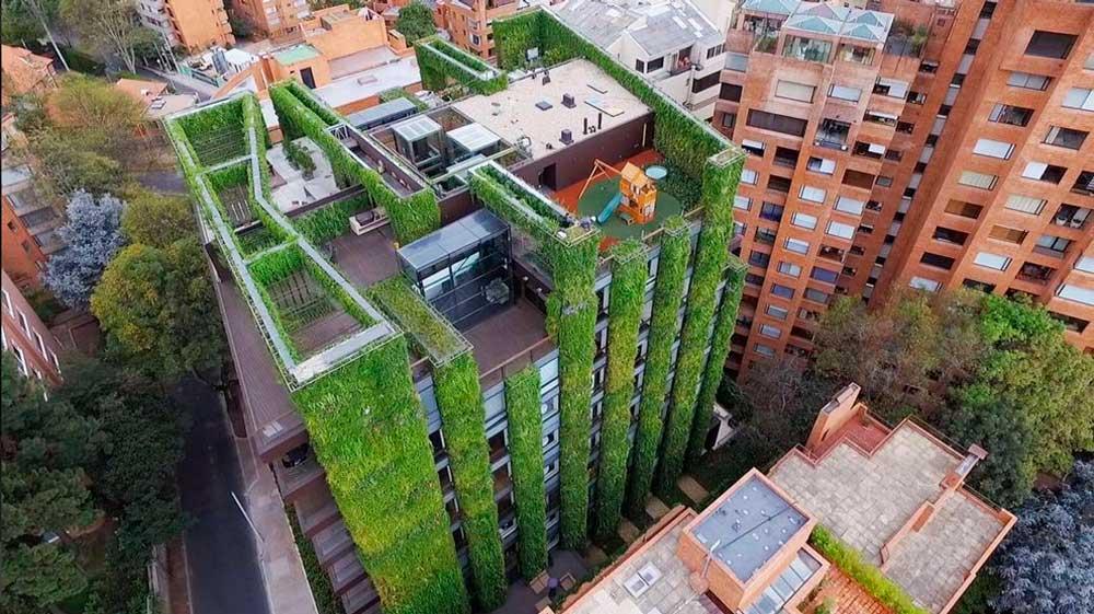 Otra perspectiva del impresionante edificio de Bogotá.