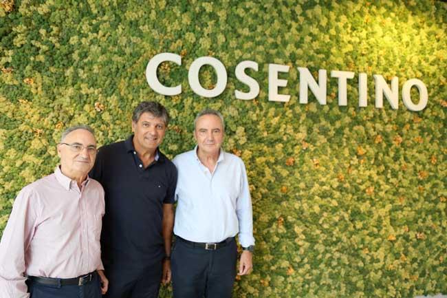 Toni Nadal entre Eduardo y Francisco Martínez Cosentino.