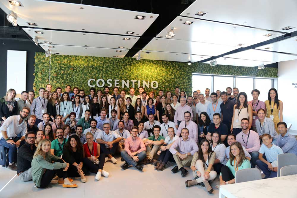Alumnos del Seminario Líderes del Futuro con Toni Nadal y otros ponentes.