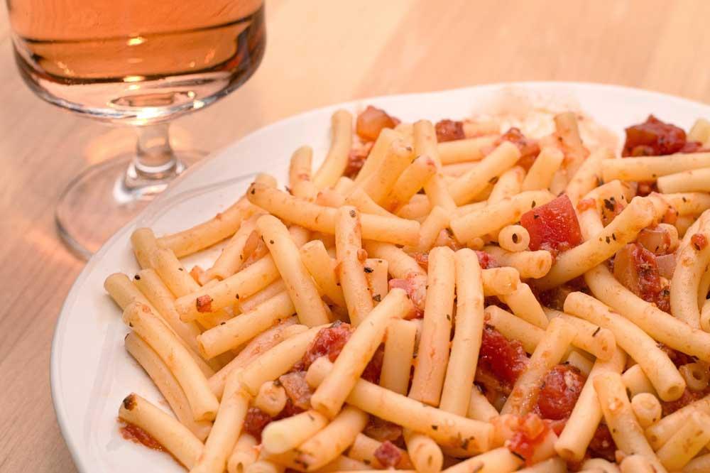 Un plato de pasta.