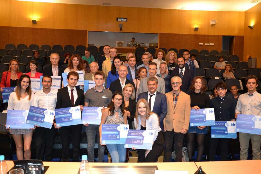 Alumnos premiados con las becas de excelencia de la UAL.