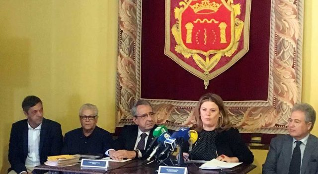 El rector de la UMA y la alcaldesa de Ronda han firmado el convenio.