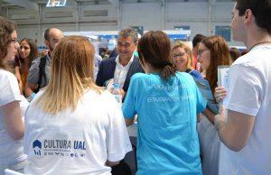 El rector ha recorrido los stands de la Jornada de Bienvenida de la UAL.