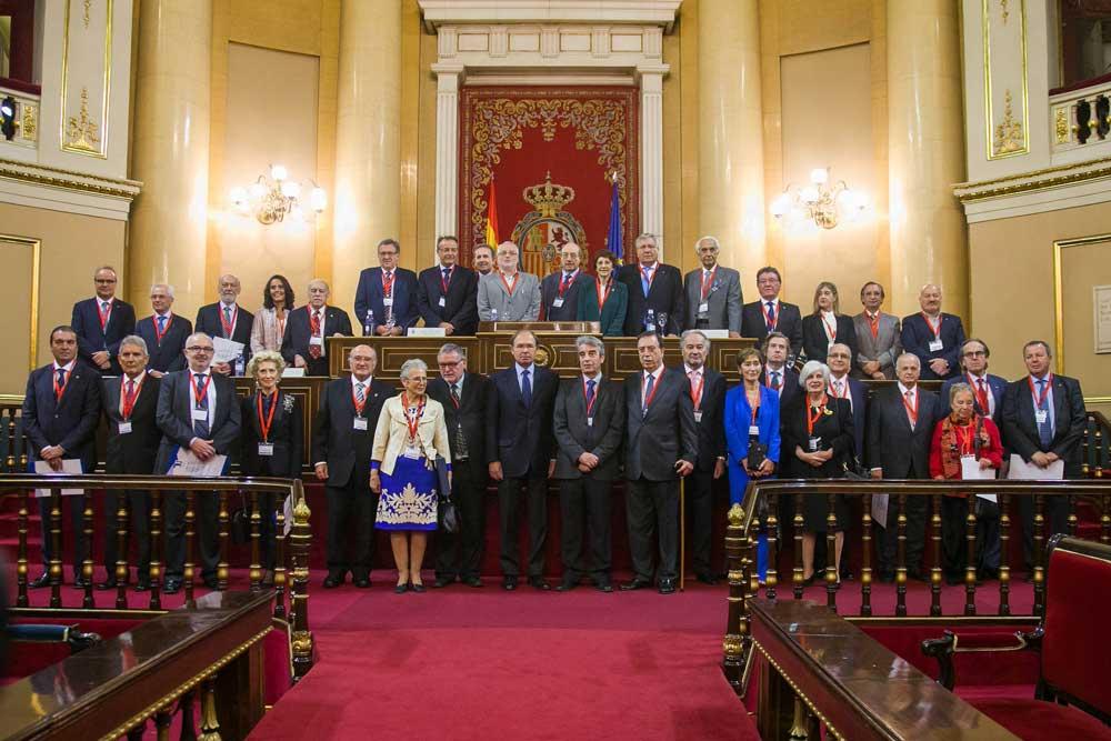 Premiados por la Unión Profesional posaron en el Senado.