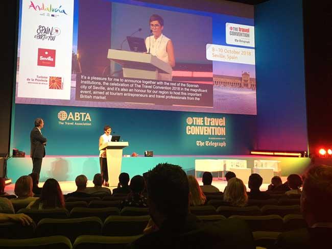 Anuncio en Azores, Portugal, de la sede de Sevilla para el próximo año de la Asociación de Agentes de Viaje Británicos.