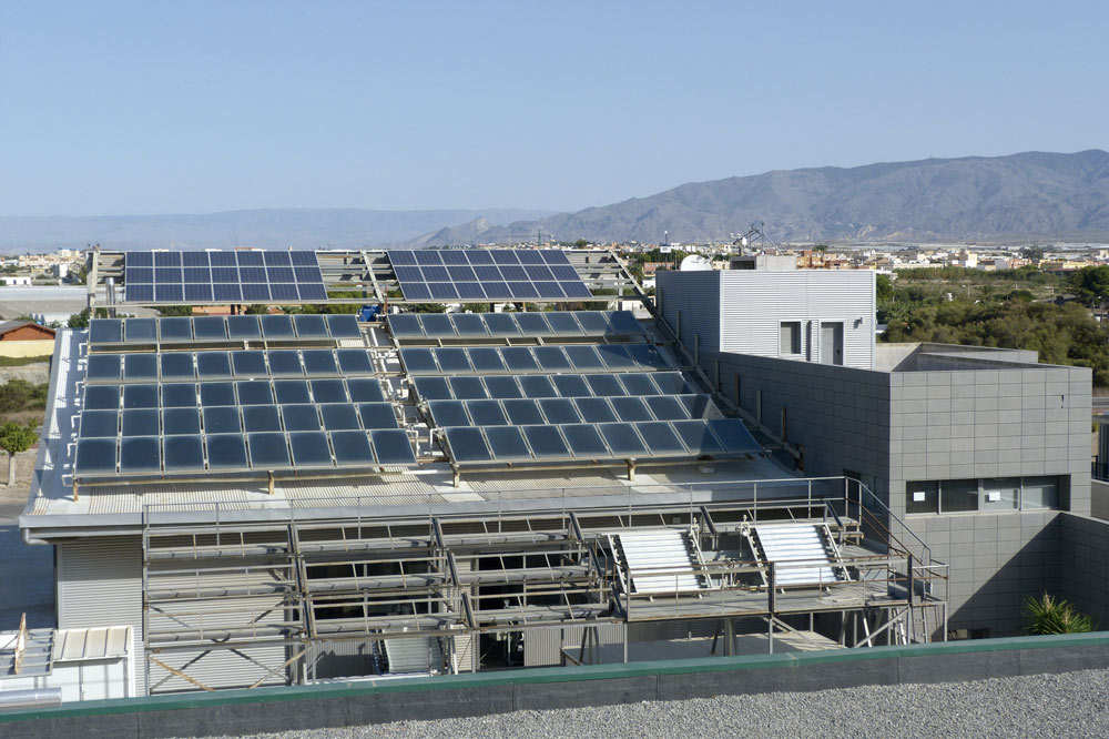 Placas solares del edificio CIESOL de la Universidad de Almería.