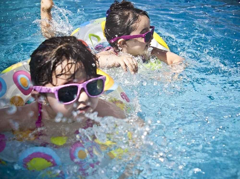 eb87e52601 La Universidad de Alicante recomienda proteger a nuestros pequeños del sol.  Hay que tener en cuenta que llegan rayos ultravioleta suficientes (la  radiación ...
