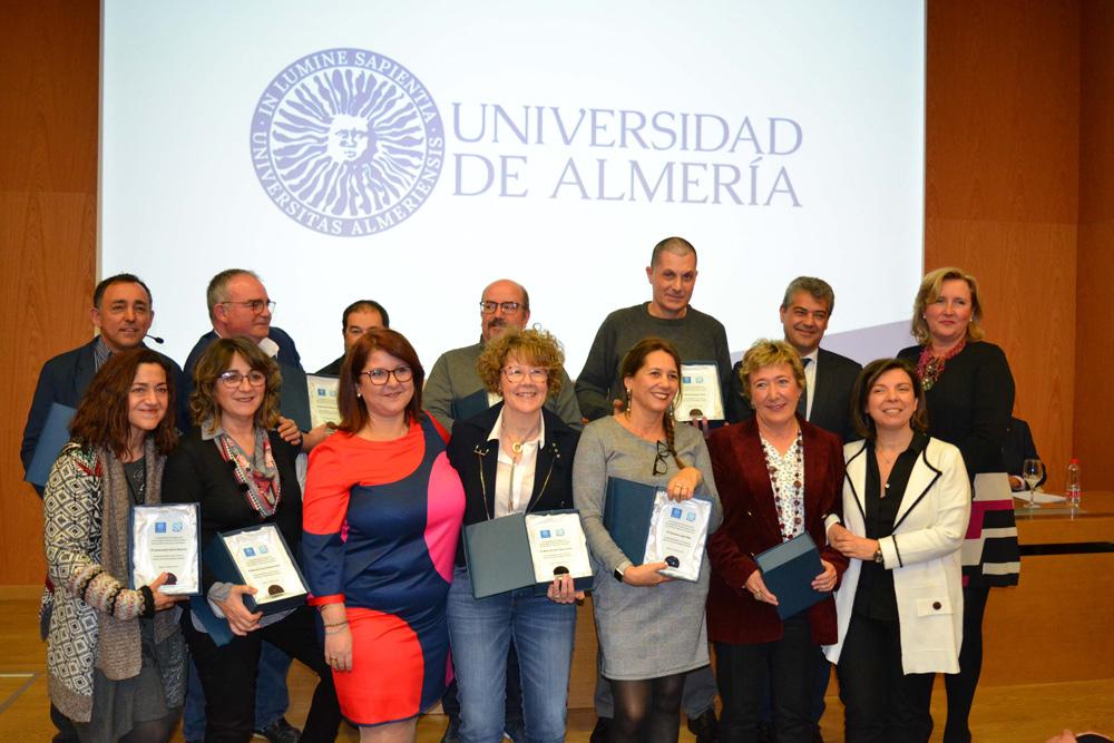 Acto de reconocimiento a docentes que llevan 25 años en la Facultad.