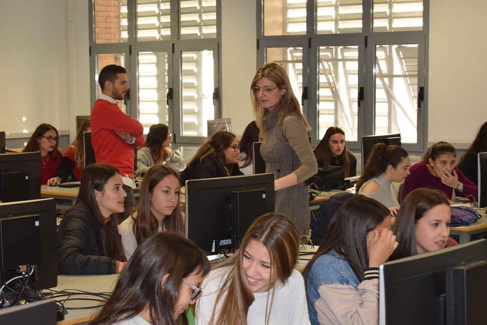 Taller para promocionar la programación entre chicas realizado en la Universidad de Almería.