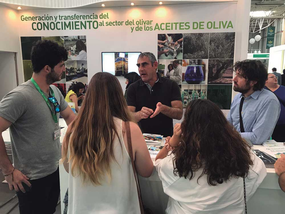 La Universidad de Jaén presenta cada año sus novedades científicas en Expoliva.