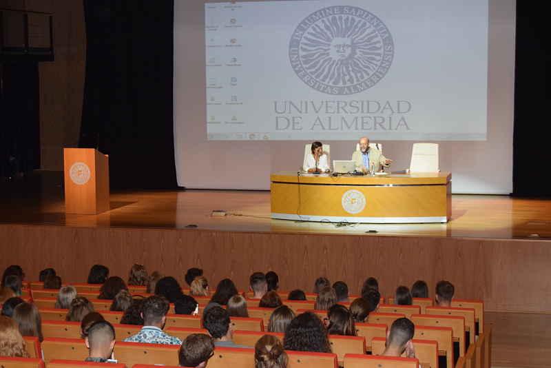 Recepción de los estudiantes internacionales llegados a la UAL.