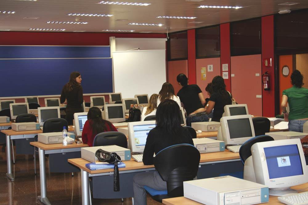Una de las primeras salas de ordenadores que tuvo la Facultad de ciencias sociales y jurídicas de orihuela.