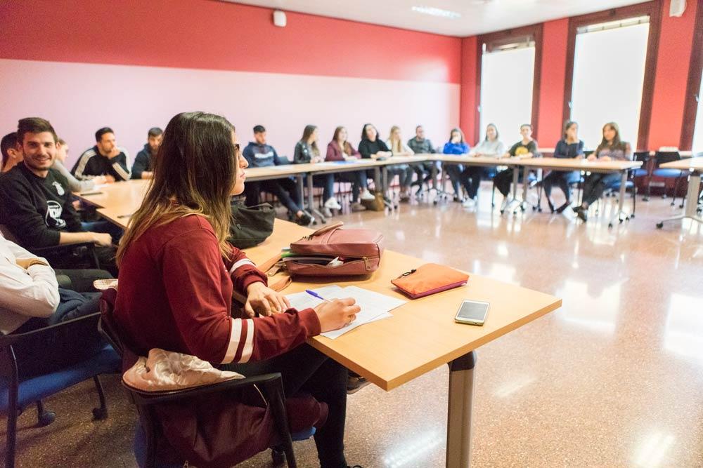 Clase participativa en la facultad de ciencias sociales y jurídicas de orihuela