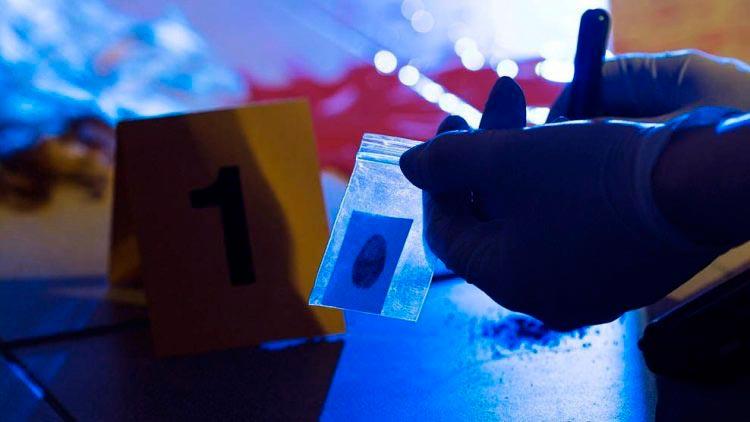 Trabajo de recopilación de pruebas, esencial en las ciencias forenses.