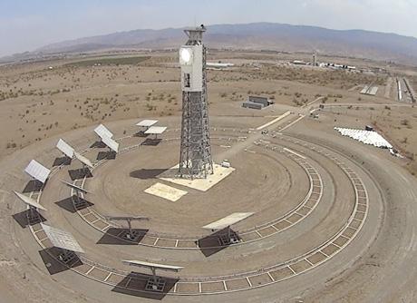Planta de heliostatos móviles que el CTAER tiene en Almería.